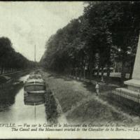 Abbeville: Vue sur le Canal et le Monument du Chevalier de la Barre